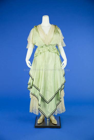 1915-1916 Light Green Taffeta Dress