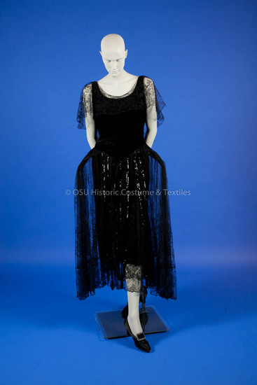 1920's Black velvet with black lace Robe de Style dress