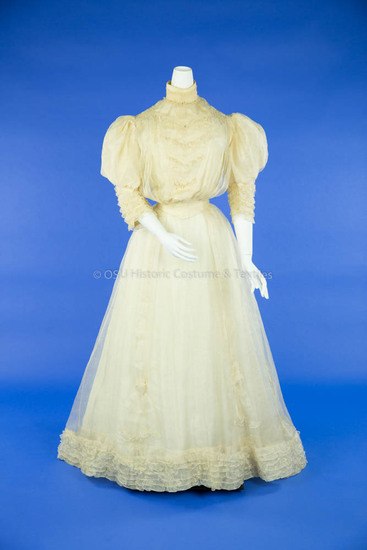 1905 Pineapple Cloth Wedding Dress