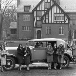 1928 girls in fur.jpg