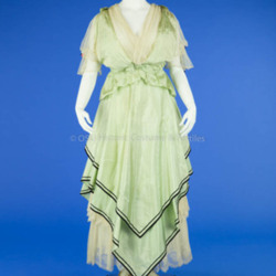 1915-1916 Light Green Taffeta Dress